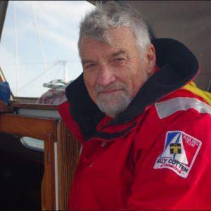 Jean Luc van den Heede in jas van Guy Cotten